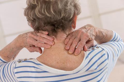 颈椎病的危害你了解吗,几十种疾病皆因它而起