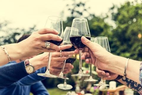 大量饮酒以后为什么会出现呕吐症状?如何缓解