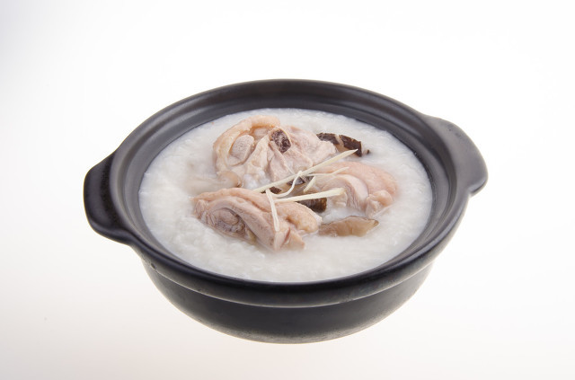 香菇鸡肉粥的营养价值高,香菇粥养生保健效果受追捧