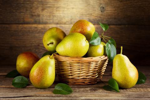老年人适合吃梨吗?需要注意哪些方面的问题