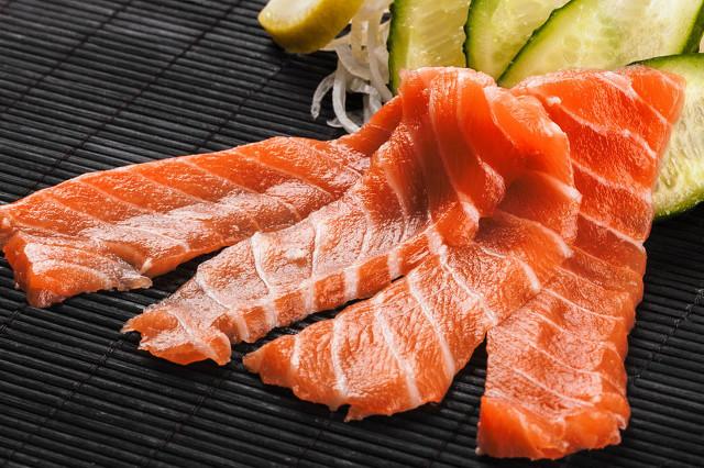 自己做生鱼片怎么挑选食材?哪些人不能吃生鱼片