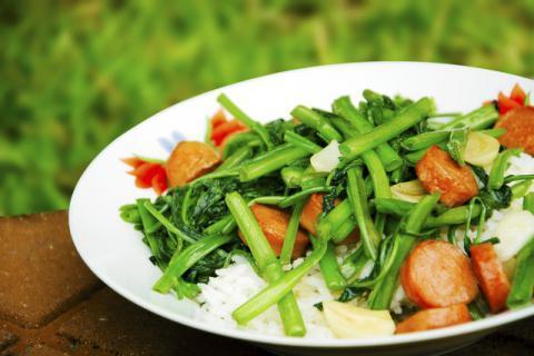 空心菜如何烹饪不会变黑,空心菜的食用禁忌