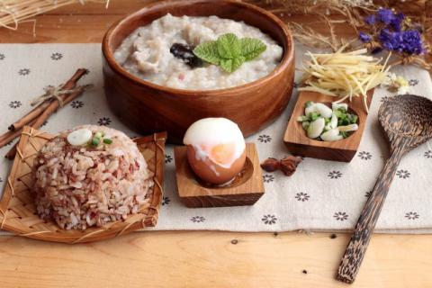 对于粗粮的养生食用方式,首推发芽糙米饭