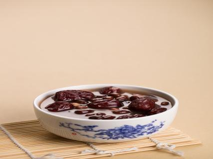 红豆粥的功效作用 益肝健胃喝它准没错