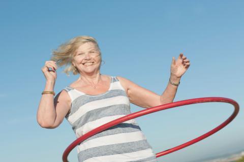 老年人适合转呼啦圈吗,老年人转呼啦圈有哪些好处和坏处