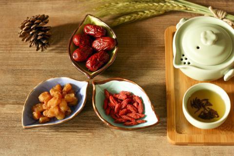 喝红枣枸杞泡酒有什么好处