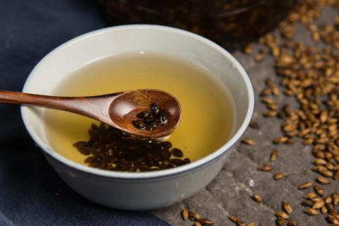 """祛湿茶的功效有哪些,它的饮用禁忌是什么"""""""