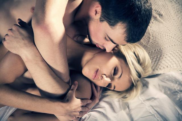 男性裸睡对身体有哪些好处与坏处,有哪些人群不适宜裸睡
