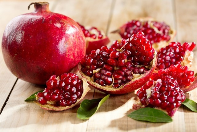 金秋时节,挂满枝头的红石榴不能和哪些食物一起食用