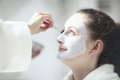 女性在贴面膜的最佳时间有哪些,在贴面膜的时候有哪些注意事项