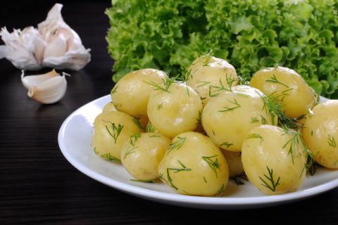 水煮土豆的功效与作用原来这么多,秋季吃它绝对没错!