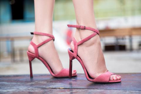 女人穿高跟鞋脚不酸痛的小妙招有哪些