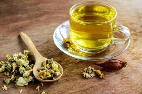 秋天养肝喝什么茶 喝菊花茶养肝吗