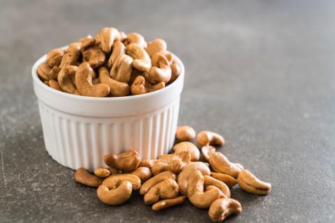 腰果的食用功效有哪些呢,腰果不能和哪些食物搭配食用
