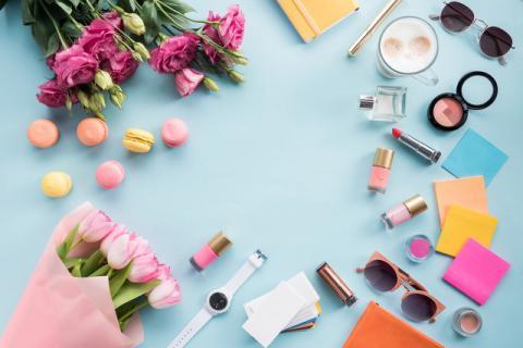 女性为什么要化妆呢,女人经常化浓妆对身体的危害