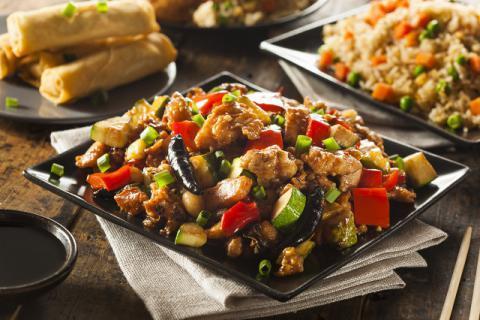 在烹饪菜肴时淀粉的作用有哪些呢,为什么炒肉要用淀粉