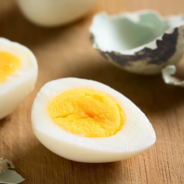 如何快速剥去鹌鹑蛋外壳,如何正确的煮鹌鹑蛋