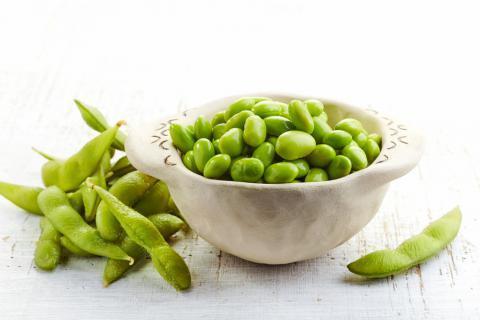 毛豆的具体功效作用 促进肠道蠕动改善便秘