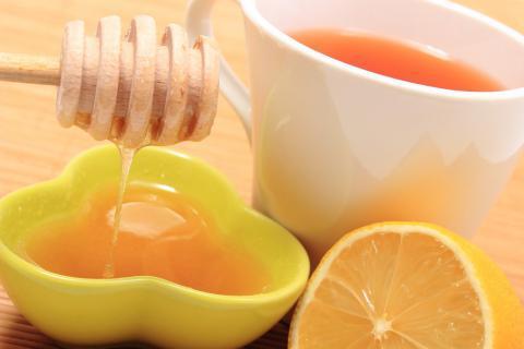 熬夜后喝蜂蜜水――恢复大脑神经元