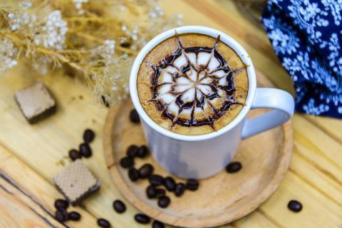 为什么咖啡豆需要经过烘焙?如何正确研磨咖啡豆