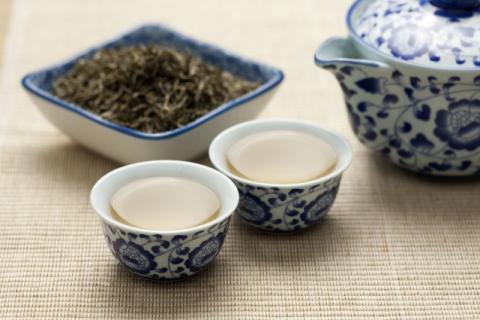 安吉白茶的功效与作用这么多,看看你适不适合喝!