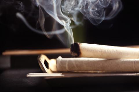 艾灸的烟吸入过多有危害吗,其实它对你的身体也有一定的好处
