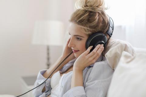 经常戴耳机对耳朵有损害吗?这种损害能够恢复吗