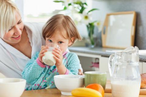 宝宝喝完牛奶的出现腹胀的原因,如何缓解宝宝腹胀