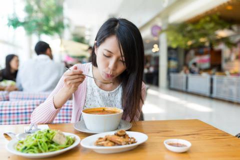 食物表面的保鲜膜能够蒸煮吗?如何正确的加热食物