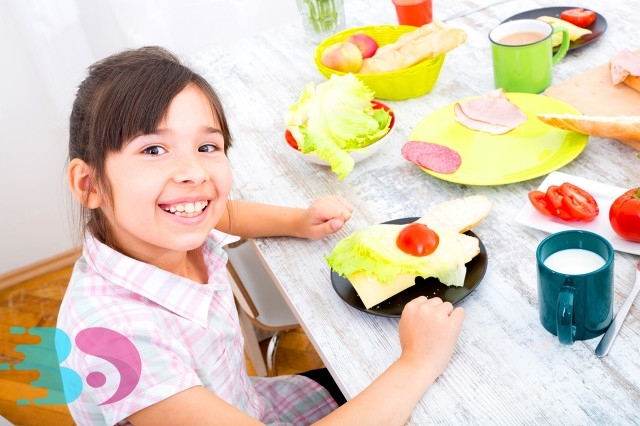 孩子吃饭3.jpg
