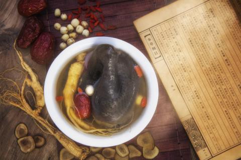 新鲜石斛乌鸡汤的功效有哪些,老人养生的首选药膳!