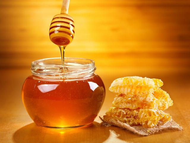 蜂蜜凝结成白色像猪油样还能吃吗,蜂蜜出现结晶会引起变质吗