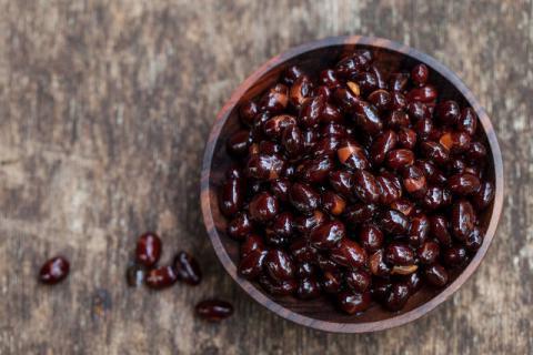 盐炒黑豆对身体有哪些好处,想要补肾的看这里