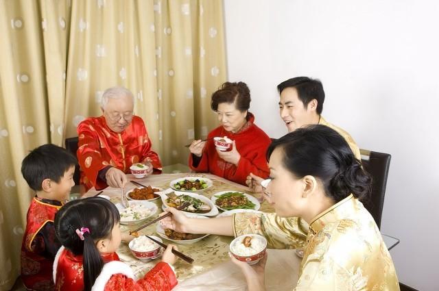 中国过年年夜饭的不同美食的寓意