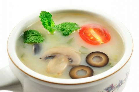 天麻炖乌鸡的功效与作用,这种汤就该多喝!