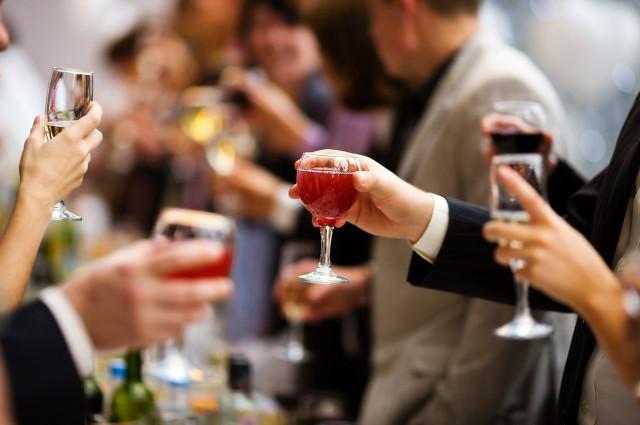 春节聚餐喝哪些酒比较好,春节期间正确的喝酒方式推荐