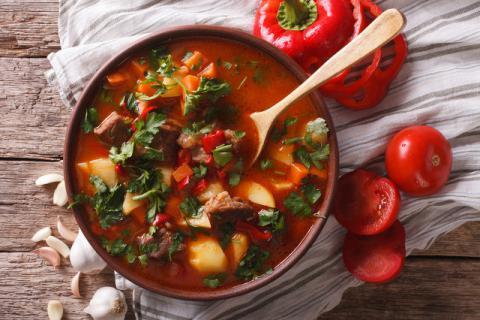 冬季适合食用哪些养生汤,温补还需这样吃