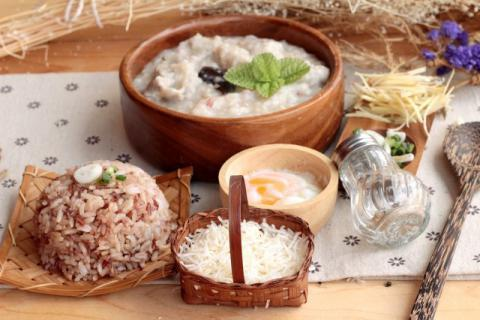 婴儿米粉和粥哪个有营养,米粉的喂食要点有哪些?