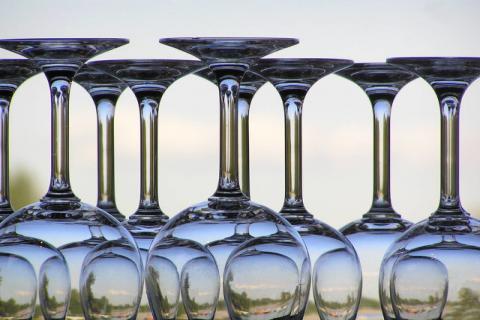 苏打水能擦玻璃吗