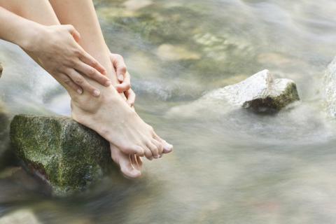 泡脚时为什么乳房下出汗?原来是这样