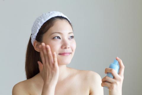 春季的皮肤的特点,缺水过敏角质层过厚!