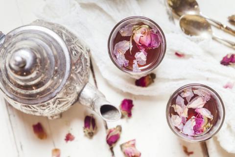 槐花与月季花一起泡水喝,对身体有什么好处?