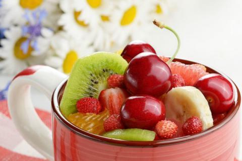 怎么样才能把水果洗得更干净?用盐水洗水果有什么好处?