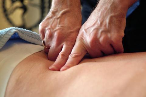 按摩哪个穴位可以缓解腰疼