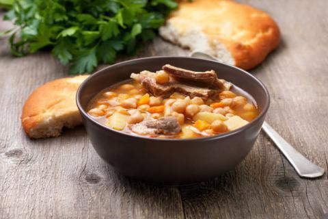 羊肉滋补汤怎样做?羊肉汤的养分价值和隐讳