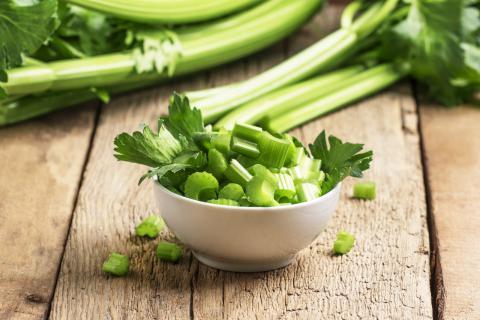 芹菜叶的功效与禁忌,芹菜叶怎么吃?