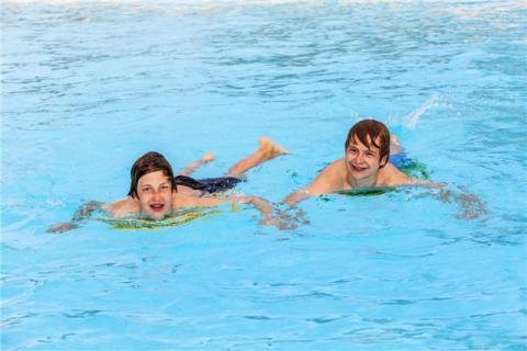 蛙泳锻炼哪些肌肉?学习蛙泳的好处,蛙泳的注意事项