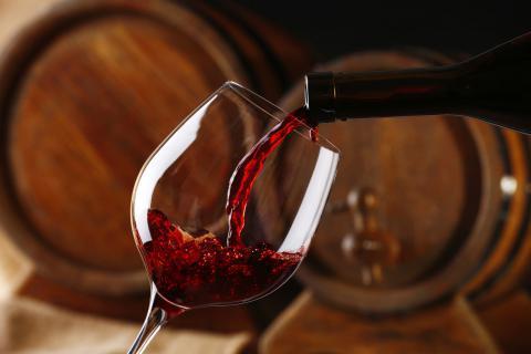 经期能喝红酒吗?女性喝红酒的好处,喝红酒的注意事项