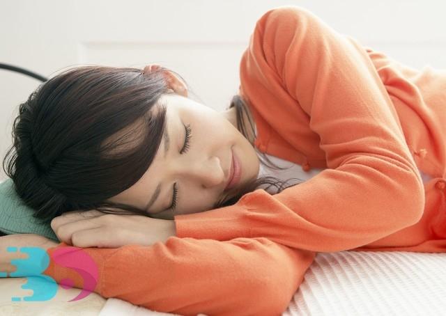 中午趴桌子上睡觉对身体有哪些损害