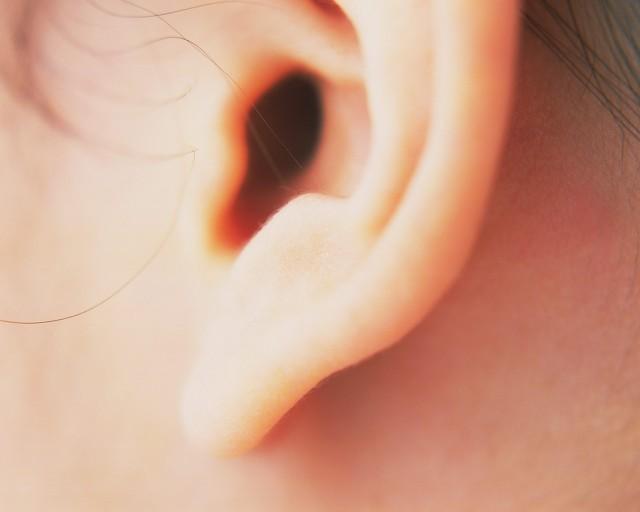 坐飞机耳朵疼怎么办